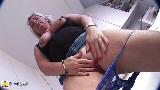 Schwarzer Mann deutsche alte weiber pornos wurde für eine qualifizierte Hündin im Whirlpool gehandelt.